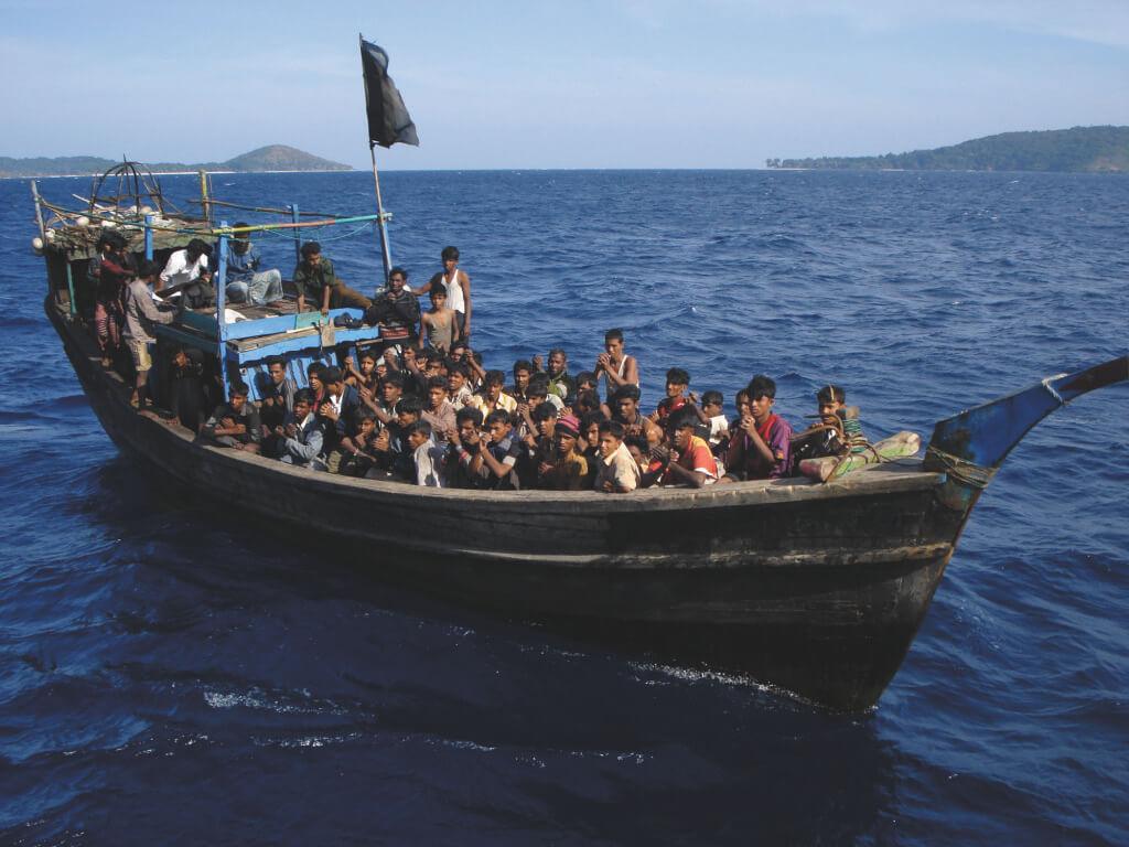 Huge surge in Rohingya Muslims fleeing Myanmar