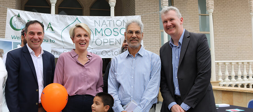Mosques open doors in order to embrace all