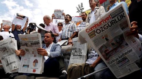 Turkish court frees opposition journalists