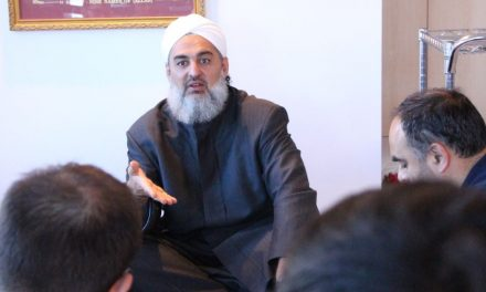 """""""Surfer"""" Sheikh visits Canberra"""