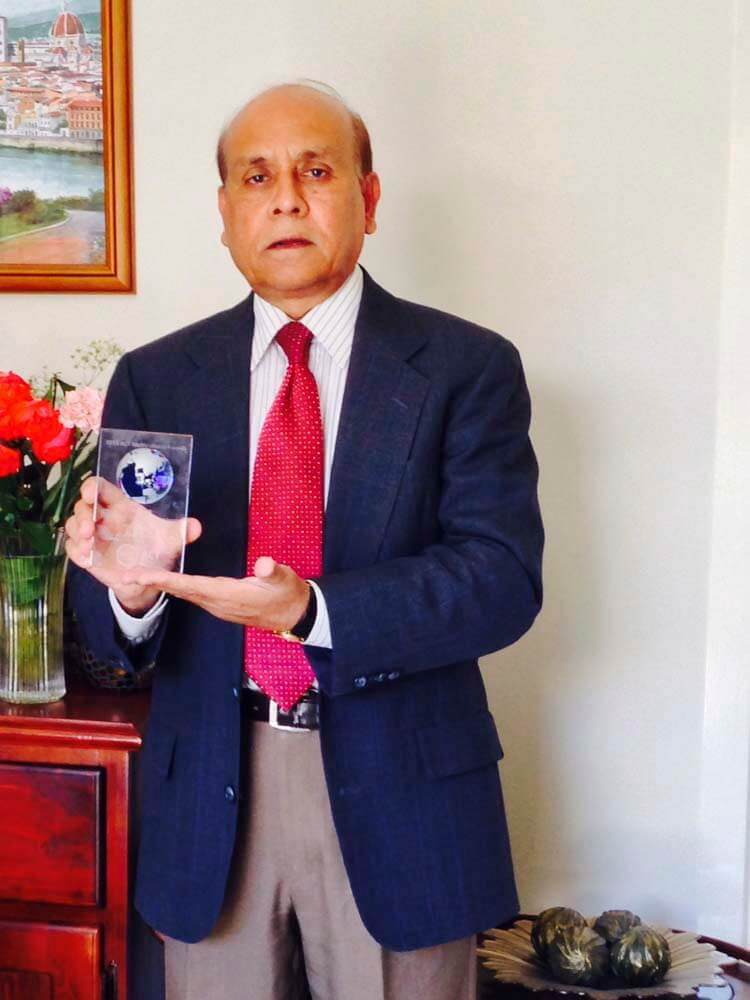 Mr Mohammad Ali with his award.